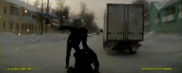 Pieton versus sofer. O noua bataie pe cinste in traficul din Rusia