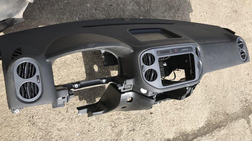 Plansa bord cu set airbag VW Tiguan 2009 2010 2011 2012