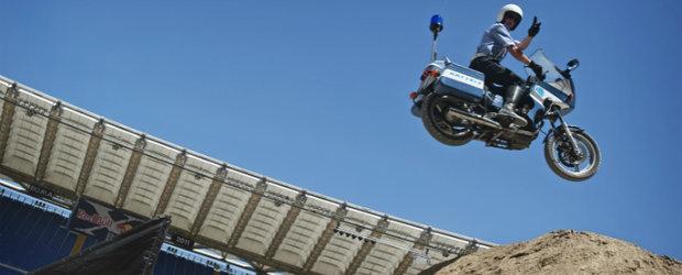Politia Italiana se pune pe facut cascadorii extrem de spectaculoase