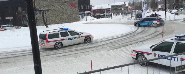 Politia norvegiana urmareste o brigada de masini tunate care fac show si drifturi pe soseaua inzapezita