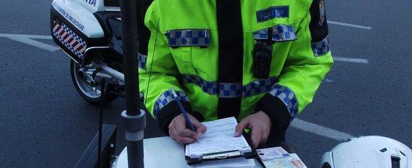 Politia renunta la completarea proceselor verbale cu pixul. Amenda vine pe tableta