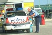 Politist canistra furt benzina