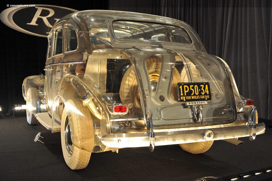 Pontiac-ul transparent