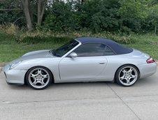 Porsche 911 Carrera cu motor V8