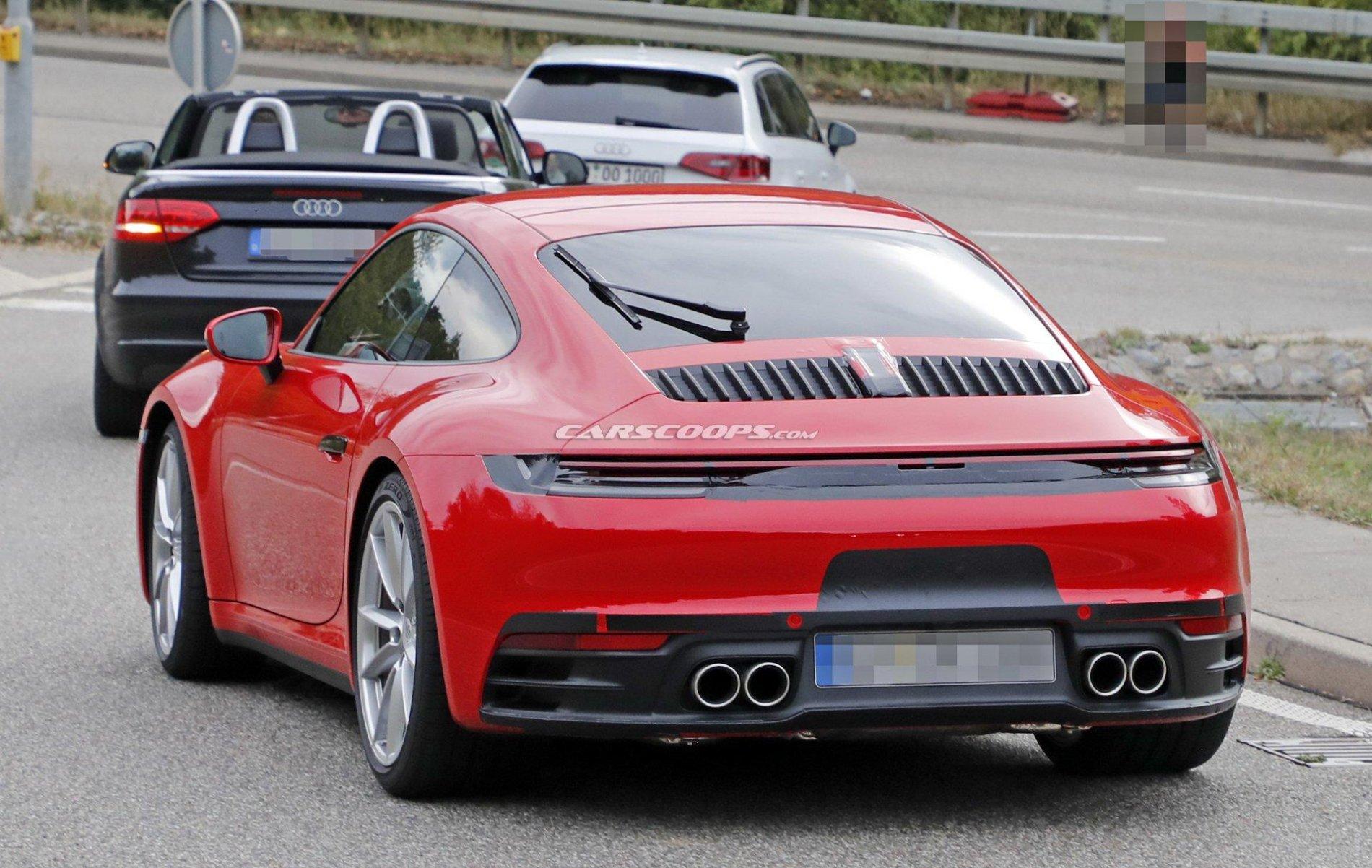 Porsche 911 in rosu si albastru - Porsche 911 in rosu si albastru