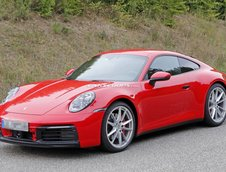 Porsche 911 in rosu si albastru