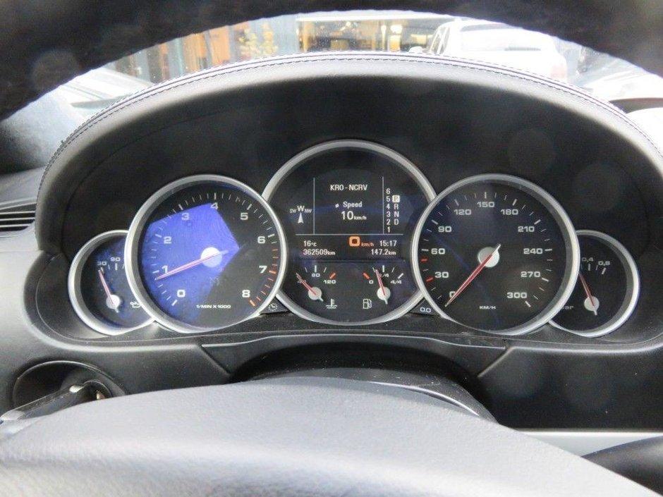Porsche Cayenne cu 365.000 km la bord