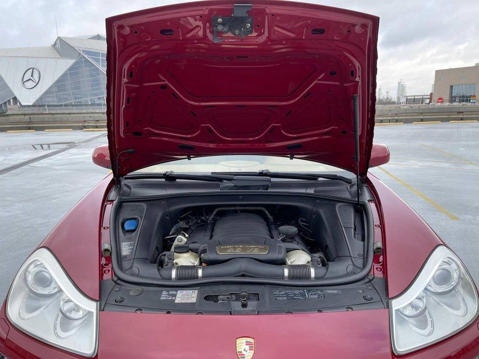 Porsche Cayenne GTS cu transmisie manuala