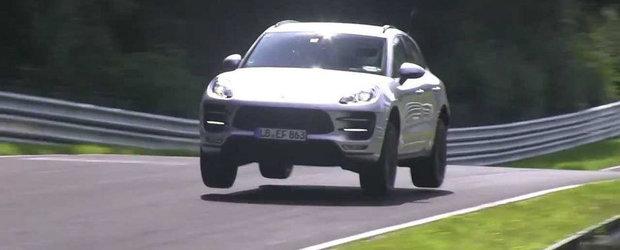 Porsche invata viitorul Macan GTS... cum sa zboare