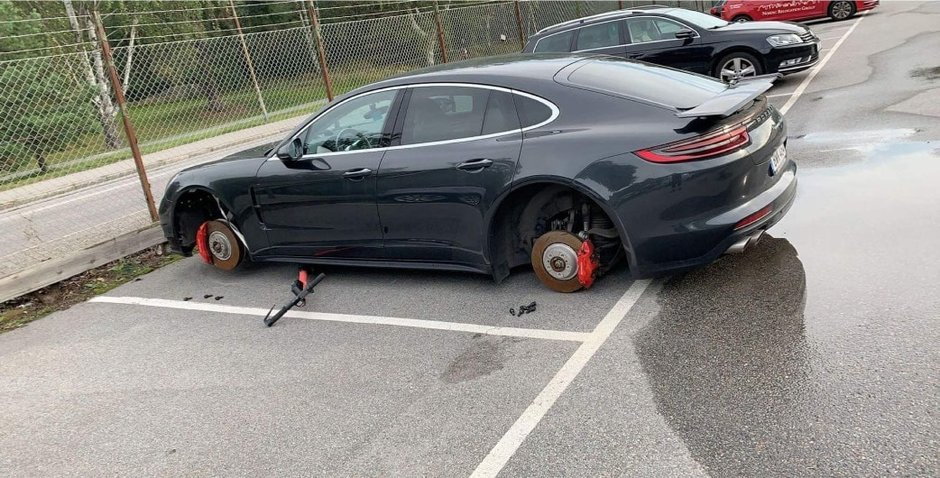 Porsche Panamera lasat pe butuci