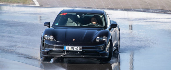 Porsche Taycan a parcurs peste 42 de kilometri in DRIFT si a intrat in Cartea Recordurilor