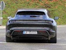 Porsche Taycan Cross Turismo necamuflat