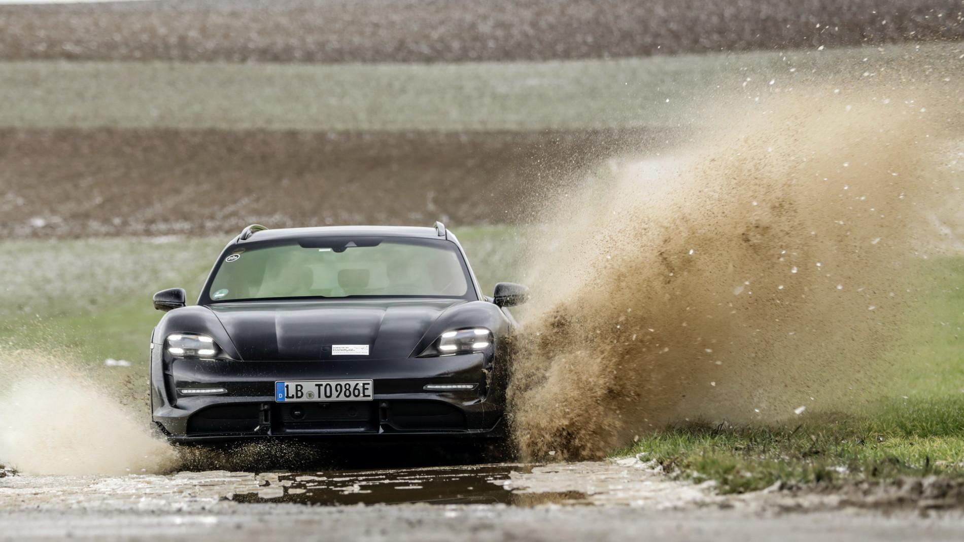 Porsche Taycan Cross Turismo - Primele poze - Porsche Taycan Cross Turismo - Primele poze