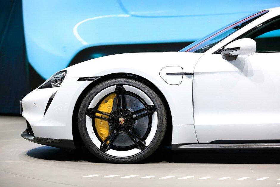 Porsche Taycan la Frankfurt