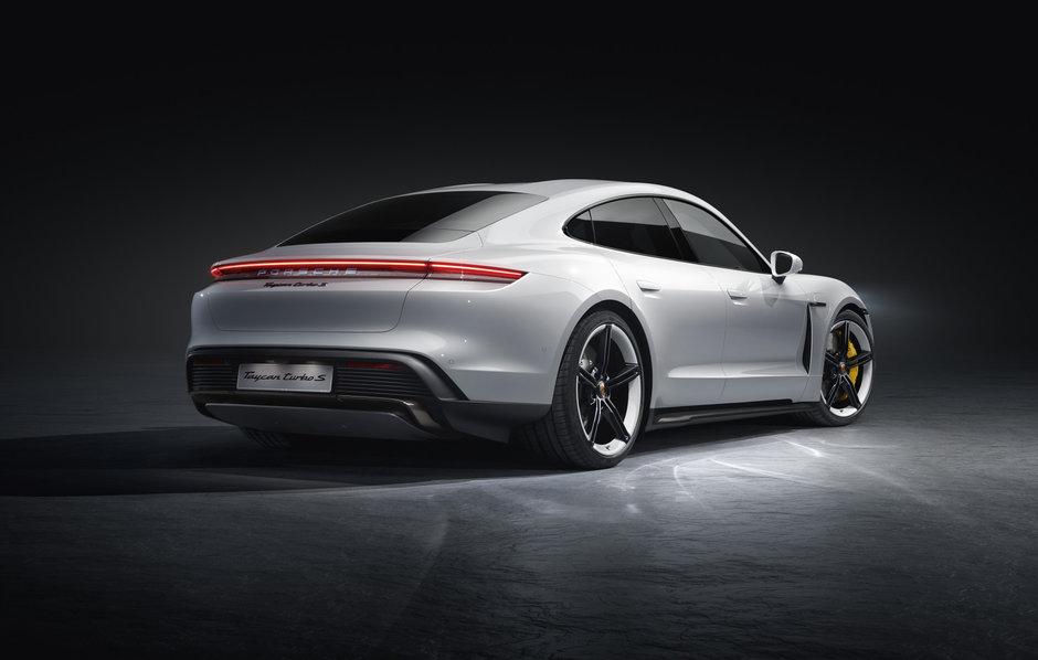 Porsche Taycan Turbo si Turbo S