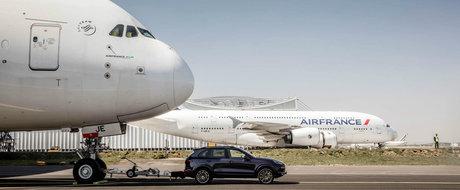 Porsche-ul care a tractat un Airbus A380 si a fost condus inapoi la Londra