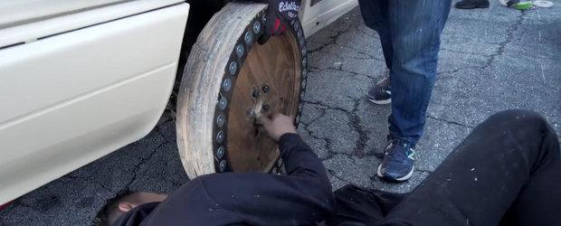 Poti sa faci DRIFT cu...roti de lemn? VIDEO cu cel mai tare experiment de pe internet