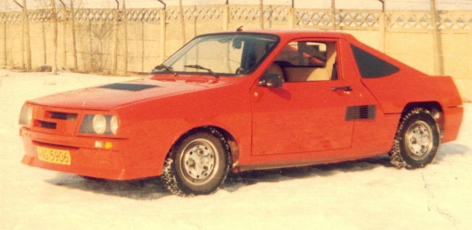 Povestea unui vis frumos: Dacia cu motor central, faruri escamotabile si tractiune spate ca un Porsche
