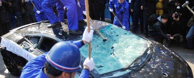Poza Zilei: Lamborghini Gallardo executat cu ciocanele in China!