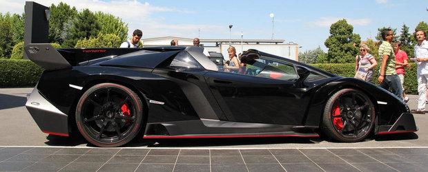Poze Reale: Noul Veneno Roadster arata demential pe negru