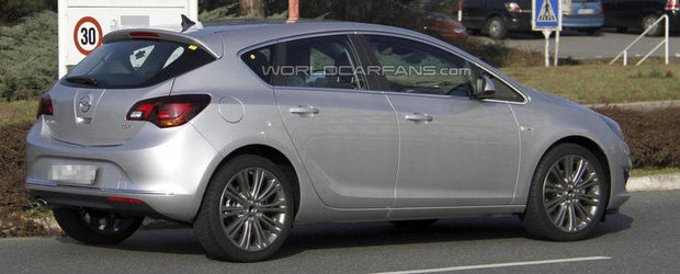 Poze Spion: Opel Astra Facelift, surprins complet necamuflat