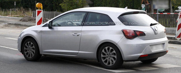 Poze Spion: Seat ascunde noul Leon in trei usi sub caroseria de Opel Astra