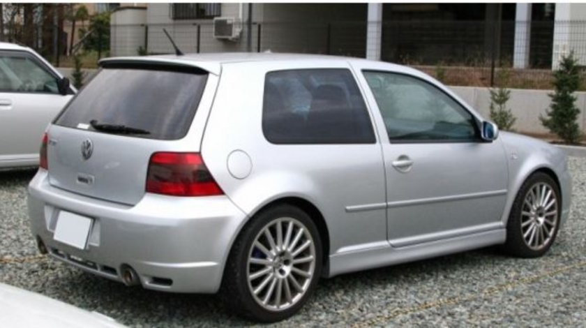 PRAGURI LATERALE GOLF 4 3 USI MODEL R32-LOOK