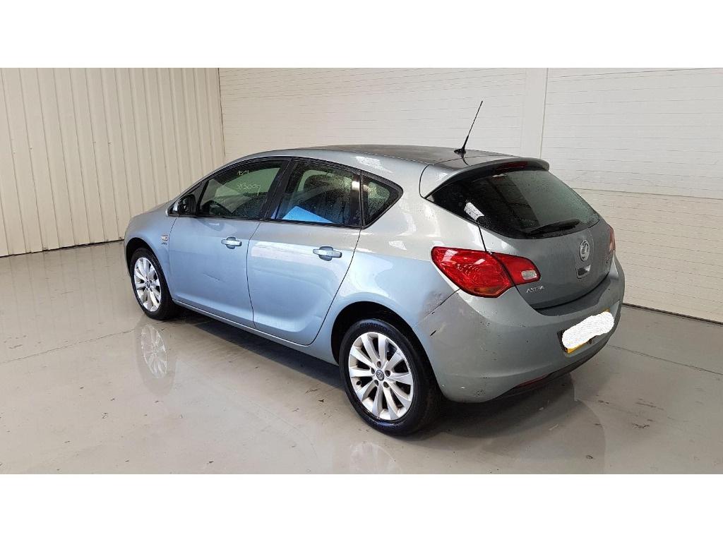 Praguri Opel Astra J 2012 Hatchback 1.7 CDTI