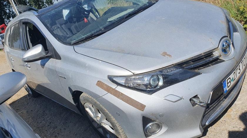 Prelungire bara fata Toyota Auris 2014 2 break 1.8 hybrid