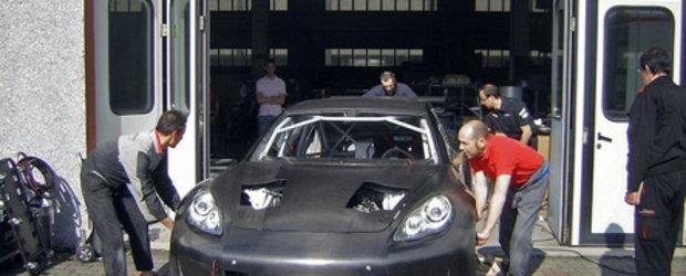 PREMIERA! Porsche Panamera de curse!