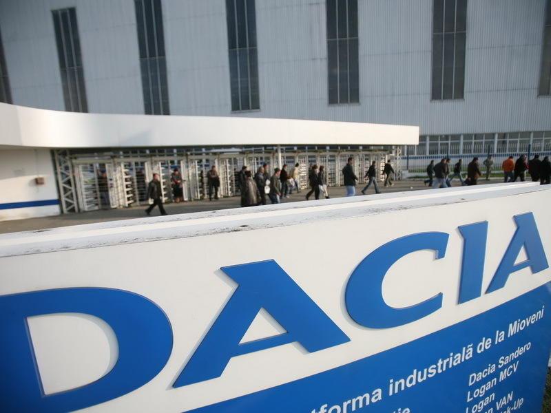 Premierul roman Victor Ponta a vizitat uzinele Dacia