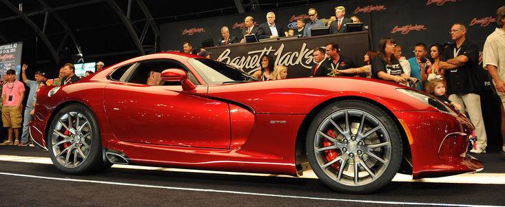 Primul exemplar Dodge Viper 2013, vandut pentru 300.000 dolari!