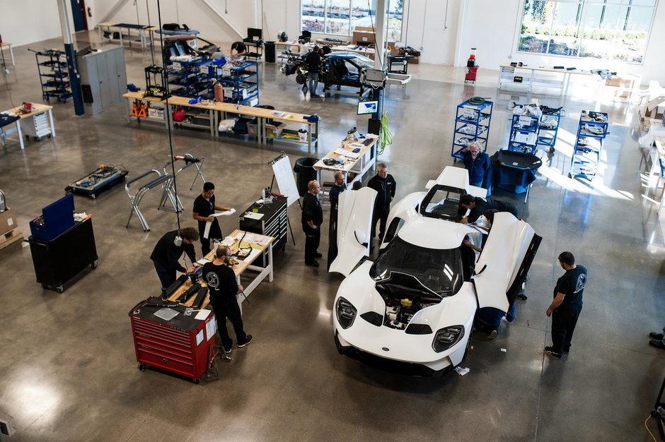 Primul Ford GT paraseste linia de productie