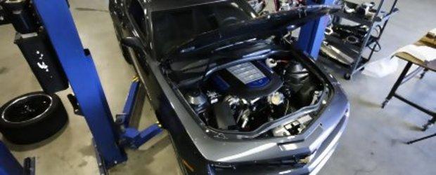 Primul pas a fost facut! Hennessey HPE700 primeste cu succes motorul de pe ZR1