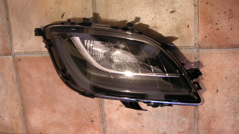 Proiector dreapta Opel Astra J cod 662588537