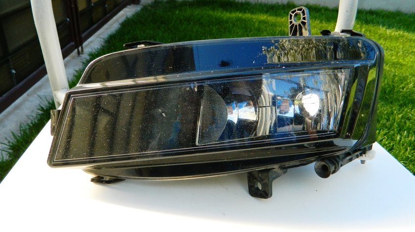 Proiector stanga VW Golf 7 cod 5G0941661
