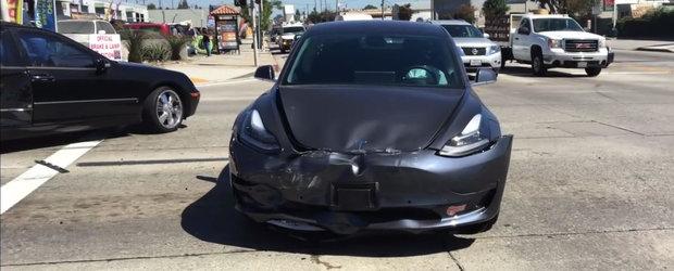 Proprietarului nu i-a venit sa creada. Compania de asigurari i-a declarat masina dauna totala numai din atata