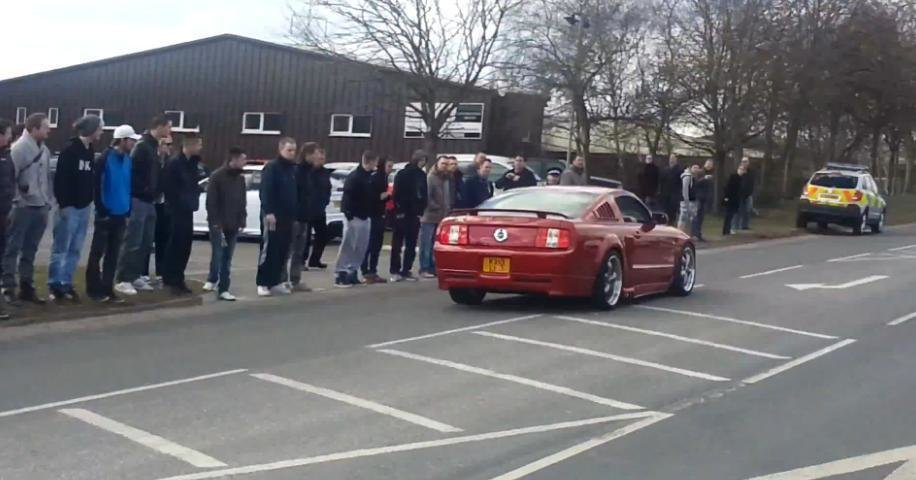 Propulsia spate este mult prea mult pentru un sofer de Ford Mustang