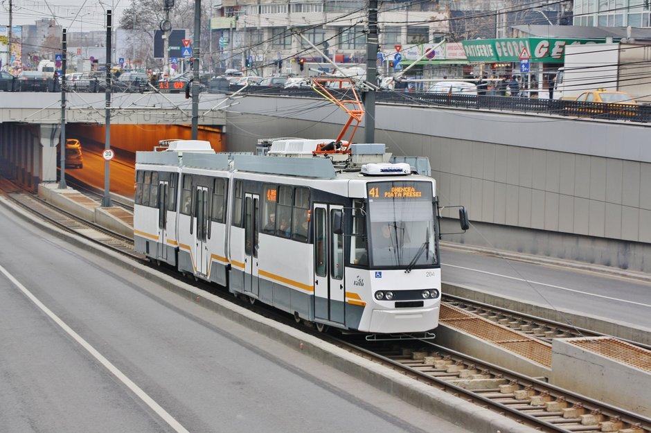 Propunere halucinanta a Gabrielei Firea: biciclistii sa circule pe sina de tramvai. Sinucidere sau solutie buna?