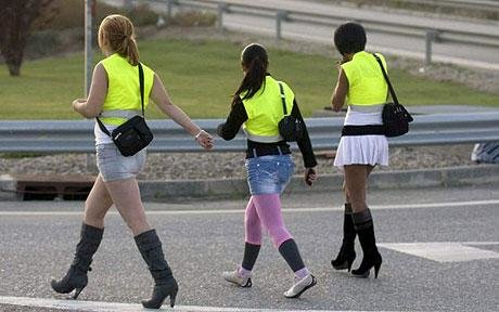 Prostituatele din Spania, obligate sa poarte veste reflectorizante!