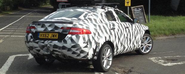 Prototipul SUV-ului Jaguar, surprins in teste in Marea Britanie
