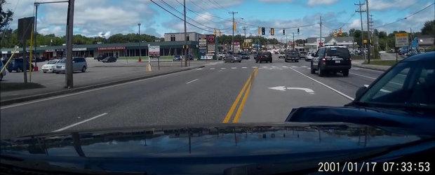 Provoaca un accident chiar in spatele masinii de politie