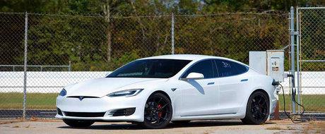 Putine masini cu motor conventional pot sta langa ea. O Tesla Model S doboara record dupa record