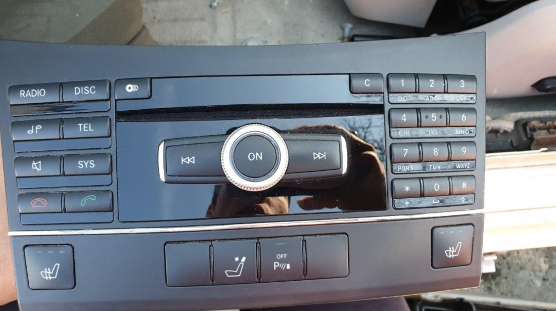 Radio CD Casetofon Mercede E Class W212 2010 A212900408