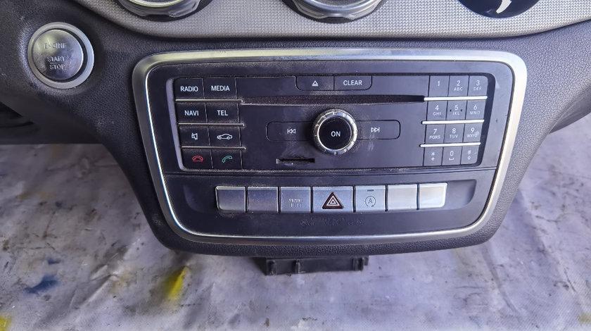 Radio cd navigatie Mercedes GLA x156 an 2016