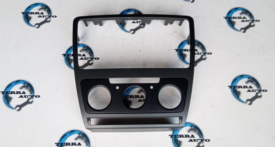 Rama adaptoare centrala bord Skoda Octavia 2