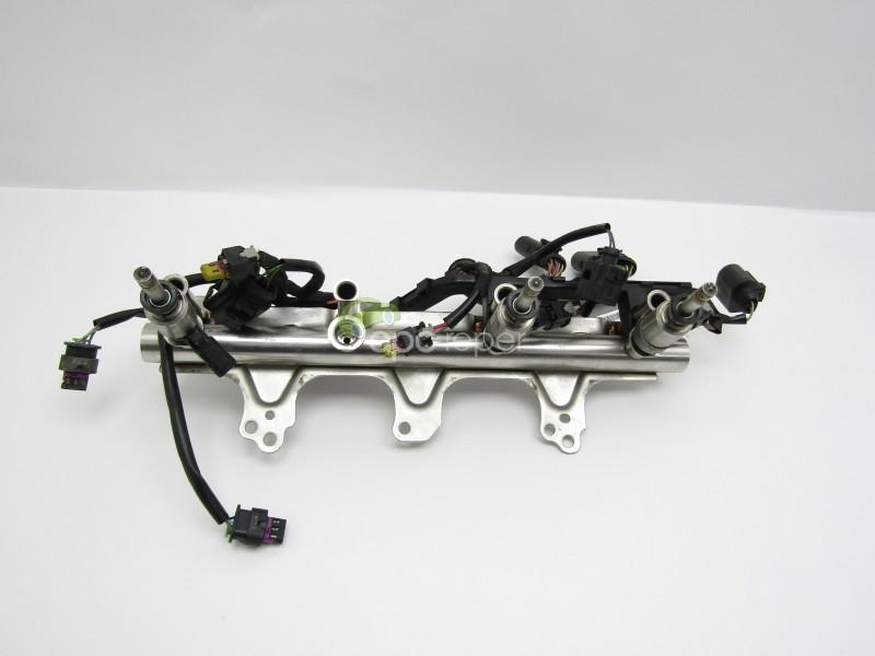 Rampa injectoare 2.0 TFSI - Audi A4 B8 / A5 8T / A8 D4 4H - Cod: 06J133317M