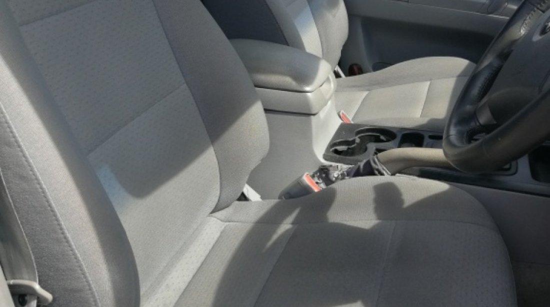 Rampa injectoare Kia Sorento 2004 Hatchback 2.5