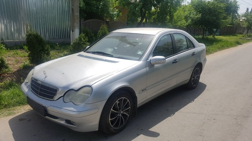 Rampa injectoare Mercedes C-CLASS W203 2004 Berlina 2.0 kompresor
