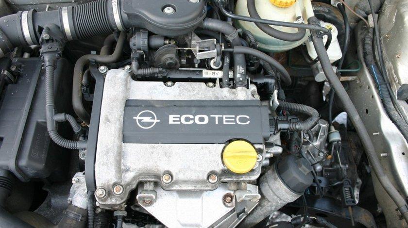 RAMPA + INJECTOARE Opel Corsa B 1.0 cod motor X10XE 40kw 54 CP